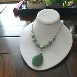 🆕️Green-pretty necklace... NWT